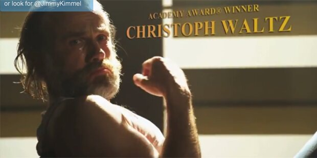 Christoph Waltz macht sich tanzend nass