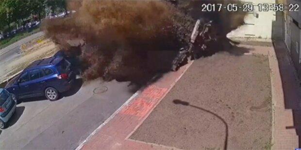 Mega-Wasserrohrbruch sprengt Straße in die Luft
