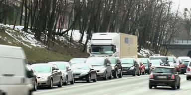 Wien: Wasserrohrbruch führt zu Verkehrschaos