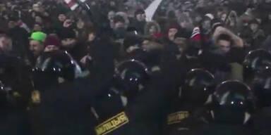 Brutale Polizeigewalt nach Wahl-Demo