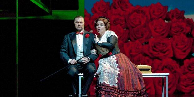 Opern Diva Wendy White stürzt von Bühne