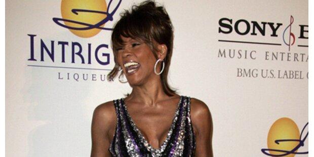 Whitney Houston platzte aus ihrem Kleid