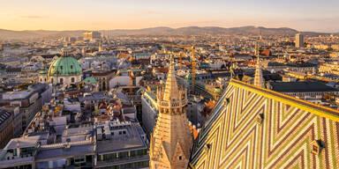 Aussicht von oben auf den Stephansdom und Panorama von Wien