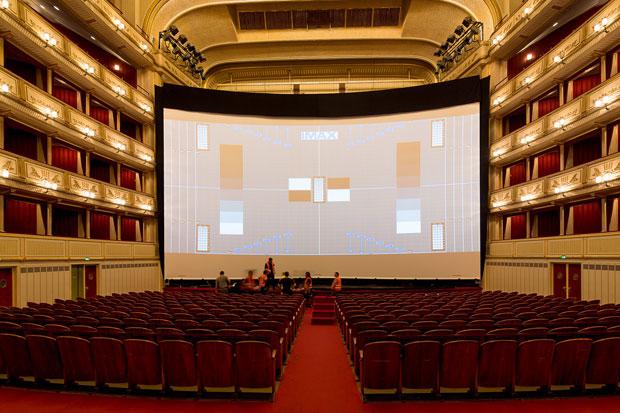Imax-Kinoleinwand in der Staatsoper
