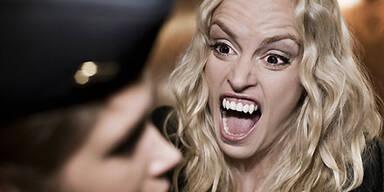 Sexy Vampirorgie aus Deutschland startet