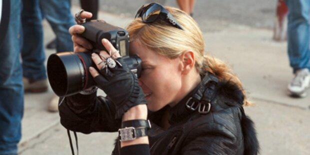 Madonna als Kamera-Frau