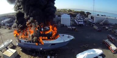 Brennende Yacht