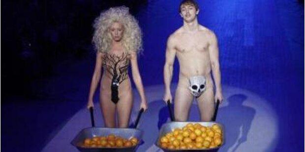Models im Adam & Eva-Kostüm