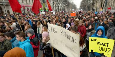 Mega-Demo: 4.000 Schüler legen Wien lahm