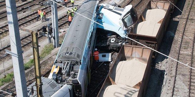 Züge krachen mitten in Linz zusammen
