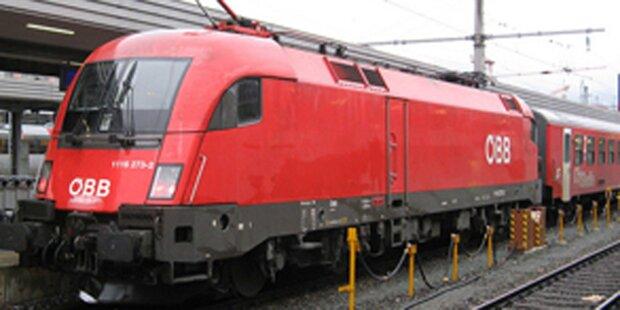 Pkw mit Zug kollidiert