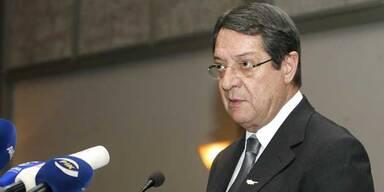 Zypern stimmt Rettungspaket zu