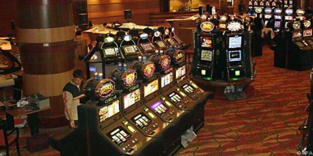 Frau gewinnt 43 Mio - Casino bietet ihr Steak an