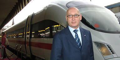 ÖBB-Huber-vor-Zug