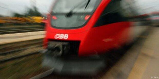 Autofahrer bei Crash gegen Zug getötet