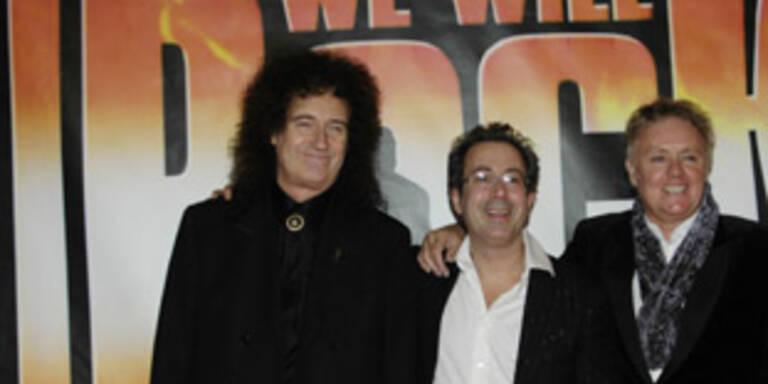 """Brian May, Autor Ben Elton und Roger Taylor (v.l.) begeisterten mit """"We Will Rock You"""" schon zehn Millionen Fans"""