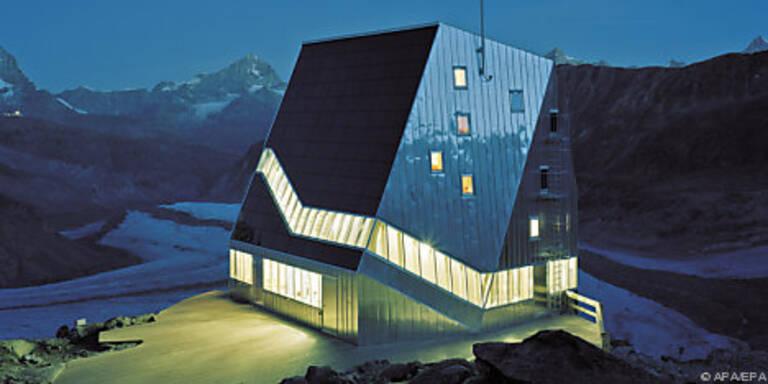 """""""Hütte"""" mit bizarrer Form und Öko-Technologie"""