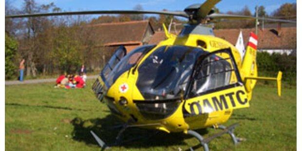 Zwei Vorarlberger bei Unfall aus Auto geschleudert