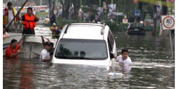 Pkw-Lenker versank in überfluteter Bahnunterführung