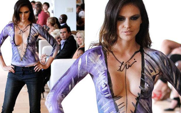 Hana Nitsche: Oben ohne für Fashion Week
