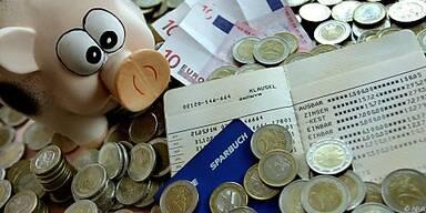 Österreicher sparen weniger