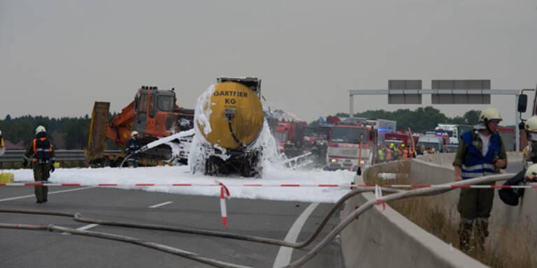 LKW-Lenker nach Crash auf A1 tot