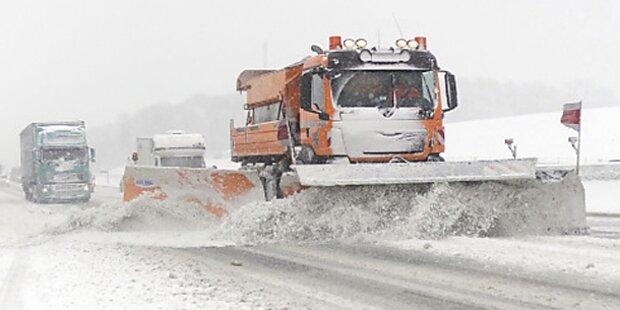 Schneechaos auf Autobahnen