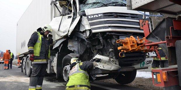 Lkw-Auffahrunfall auf A21 brachte Stau