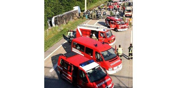 34  Verletzte bei Busunfall