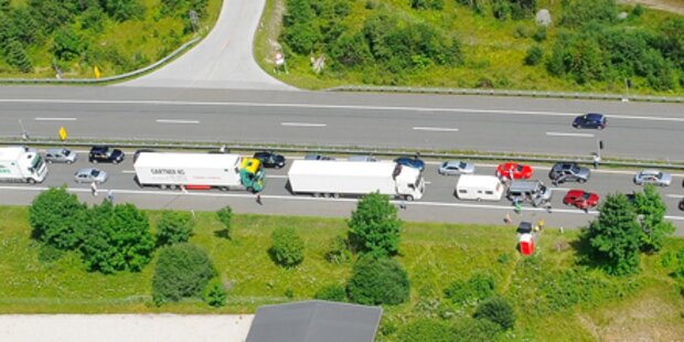 A2 nach LKW-Brand total gesperrt