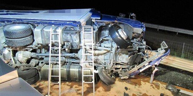 A9: Lkw-Fahrer stirbt bei Crash