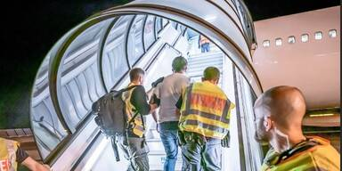 Frontex-Flug: 13 Nigerianer aus Österreich abgeschoben