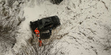 Alko-Lenkerin überlebt 60-Meter-Sturz