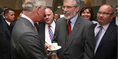 Prinz Charles reichte Sinn-Fein-Chef die Hand