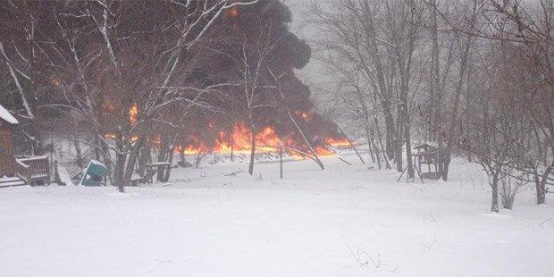 Güterzug explodiert: Ganzer Ort evakuiert