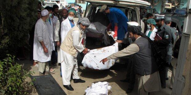 Bus und Tanklaster zusammengestoßen: 50 Tote