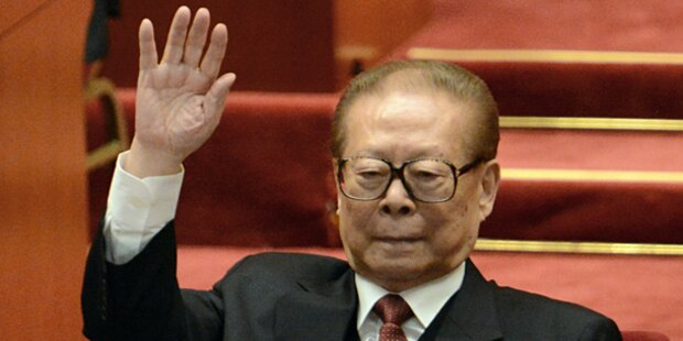 Chinas Ex-Präsident per Haftbefehl gesucht