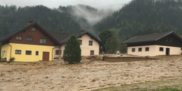 Heftige Überflutungen: 100 Personen evakuiert