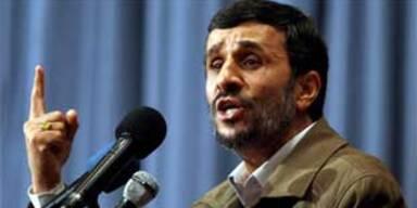 Irans Präsident Ahmadinedschad bei einer Rede