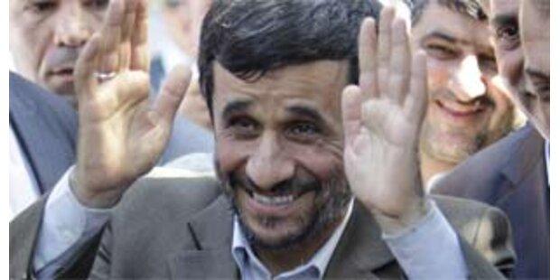 Khamenei unterstützt Ahmadinedschad