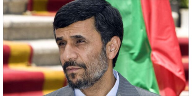 Leere Ränge bei Ahmadinejad-Angelobung