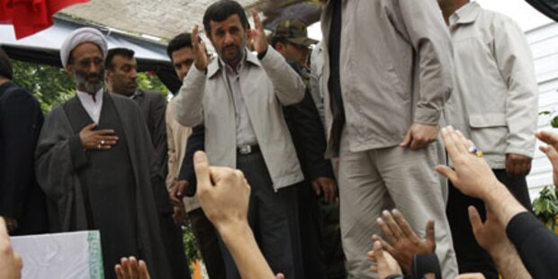 Iraner buhen Ahmadinejad aus