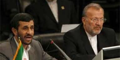 Ahmadinejad (links) und Mottaki (rechts)
