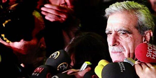 Politiker vor laufenden Kameras verprügelt