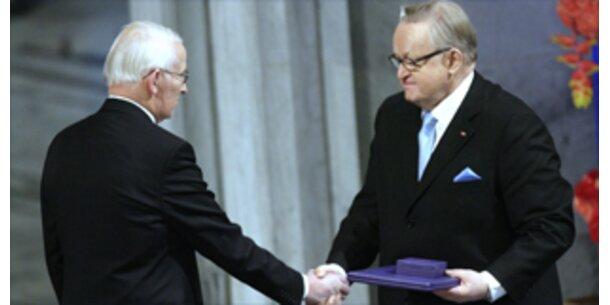 Friedensnobelpreis an Ahtisaari übergeben
