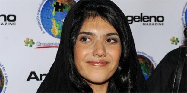 Hier zeigt Aisha ihr neues Gesicht