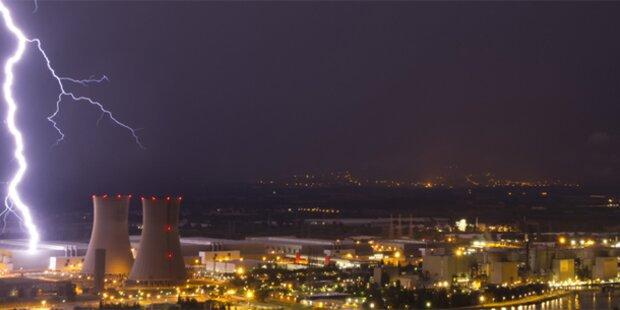 Blitz schlägt neben Atomkraftwerk ein