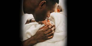 So süß feiert David Alaba seinen 1. Vatertag