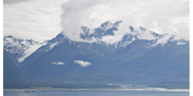 Zwei Forscher nach Vulkansausbruch gerettet