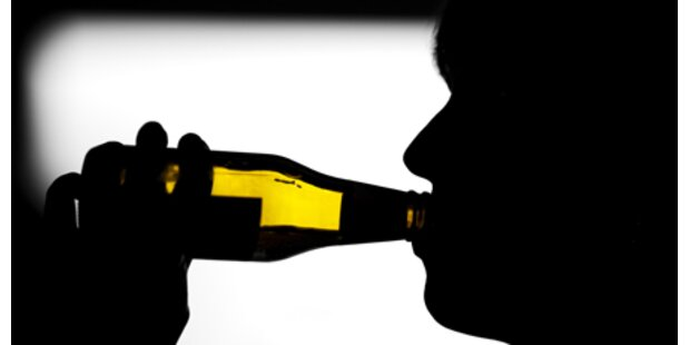 Alkoholgegner verprügeln trinkende Russen